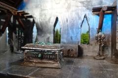 minisdotdaemonflowerdotcom-ruined-church-0011